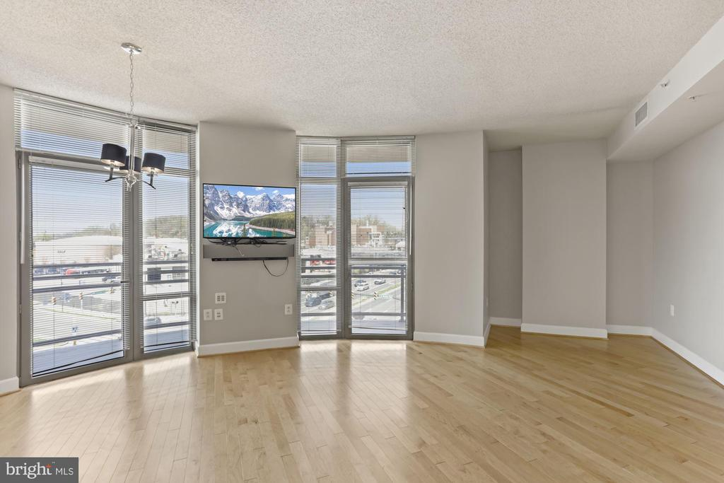 Large living area with tons of natural light - 3600 S GLEBE RD #310W, ARLINGTON