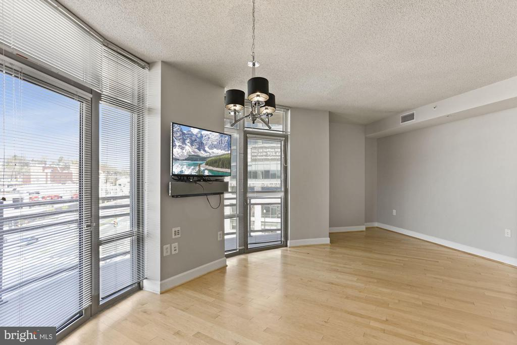 Large living area with tons of light - 3600 S GLEBE RD #310W, ARLINGTON