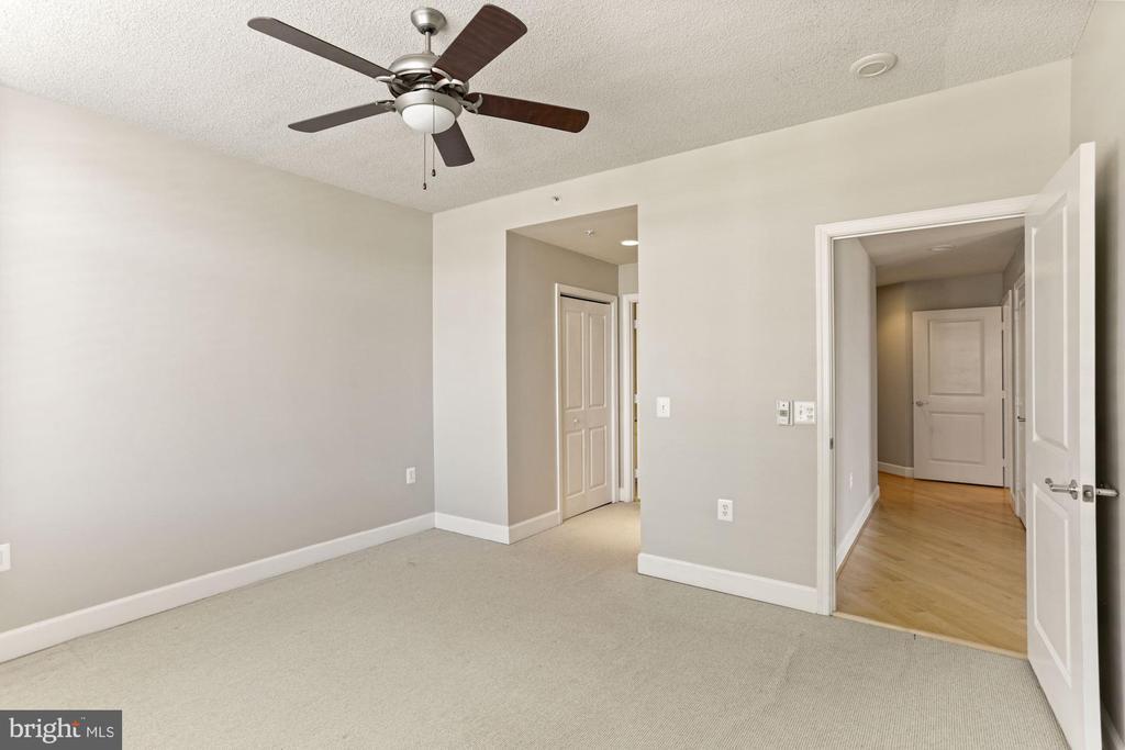 Primary bedroom with ensuite - 3600 S GLEBE RD #310W, ARLINGTON