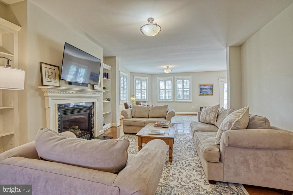 Large Family room with two seating areas - 6519 ELMHIRST DR, FALLS CHURCH
