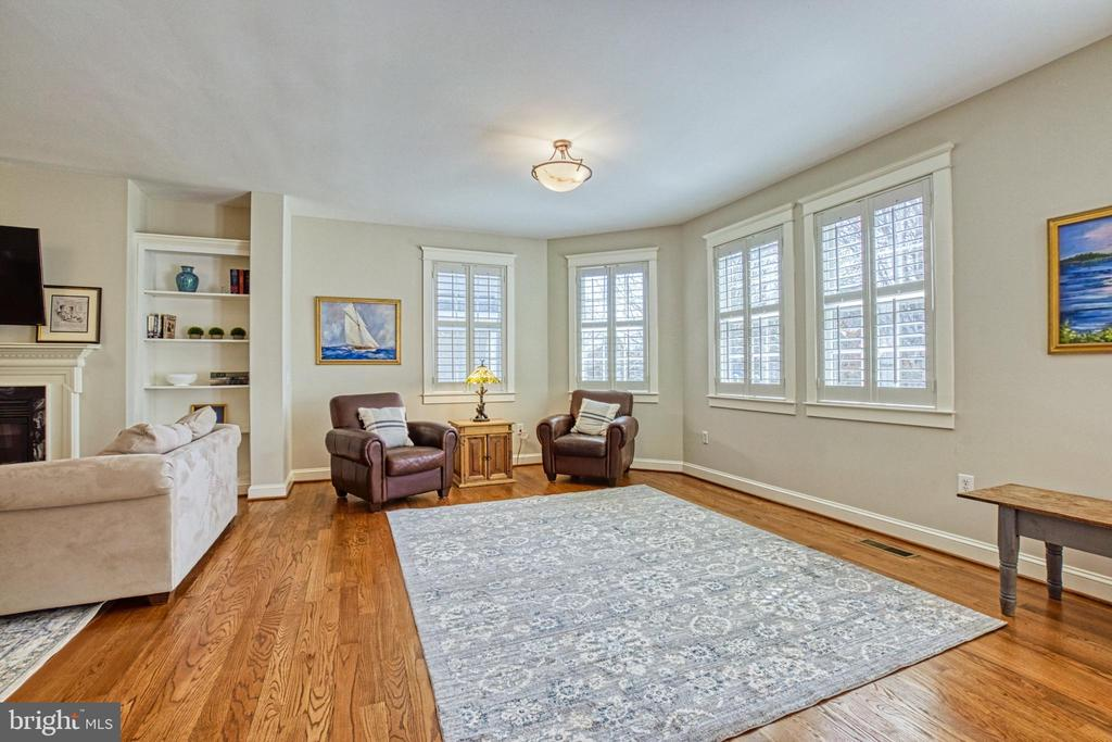 Bright Family room with plantation shutters - 6519 ELMHIRST DR, FALLS CHURCH