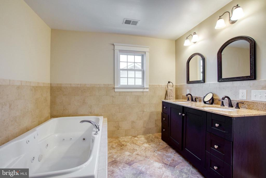 Master bath. Jetted soaking tub. Dual vanity. - 6519 ELMHIRST DR, FALLS CHURCH