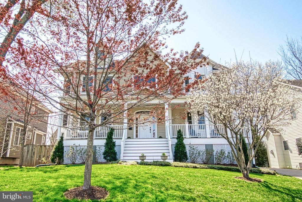 Colonial style home with landscaping. HardiPlank. - 6519 ELMHIRST DR, FALLS CHURCH