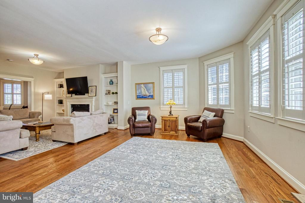 Large, bright Family room with 2 seating areas. - 6519 ELMHIRST DR, FALLS CHURCH