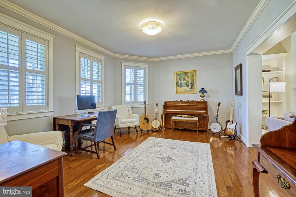 Office/Music room with plantation shutters - 6519 ELMHIRST DR, FALLS CHURCH