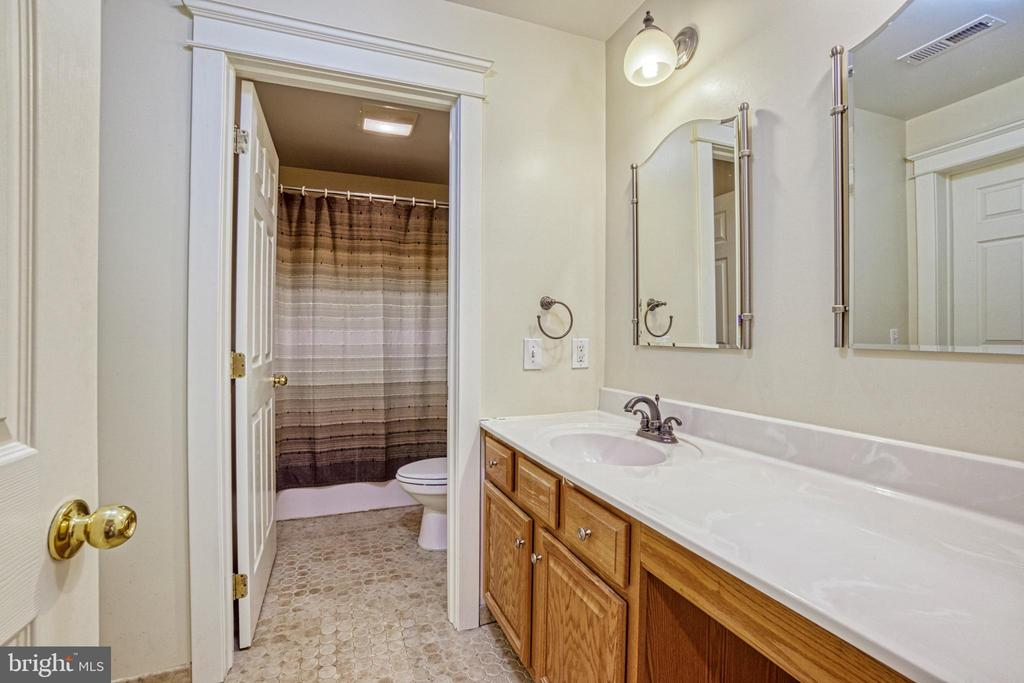 Hall bath. Vanity with make up station. - 6519 ELMHIRST DR, FALLS CHURCH
