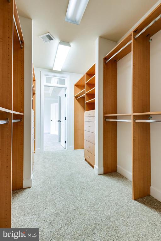 Master walk-in closet - 1552 SHELFORD CT, VIENNA