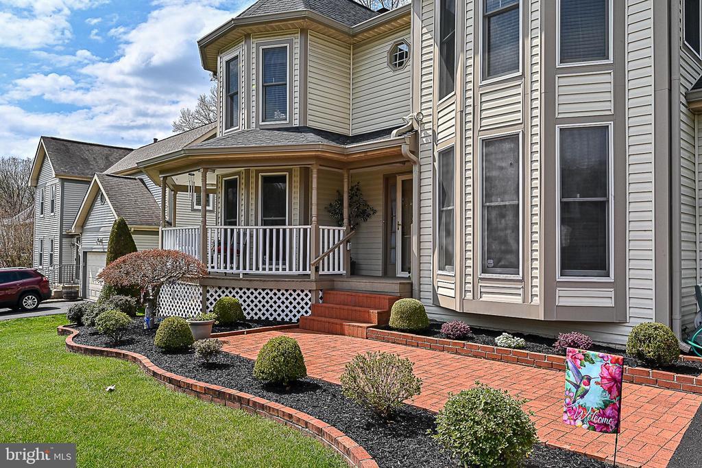 Charming brick walkway & professional landscaping - 9326 MAINSAIL DR, BURKE