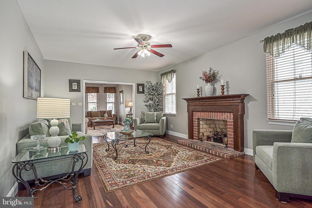 Gleaming hardwood flooring! - 9326 MAINSAIL DR, BURKE