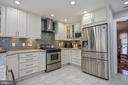 Quality stainless steel appliances! - 9326 MAINSAIL DR, BURKE