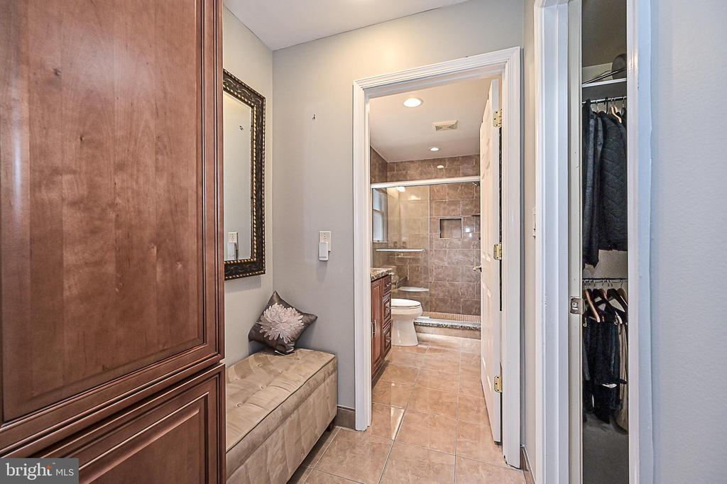Dressing area & walk-in closet in master suite - 9326 MAINSAIL DR, BURKE