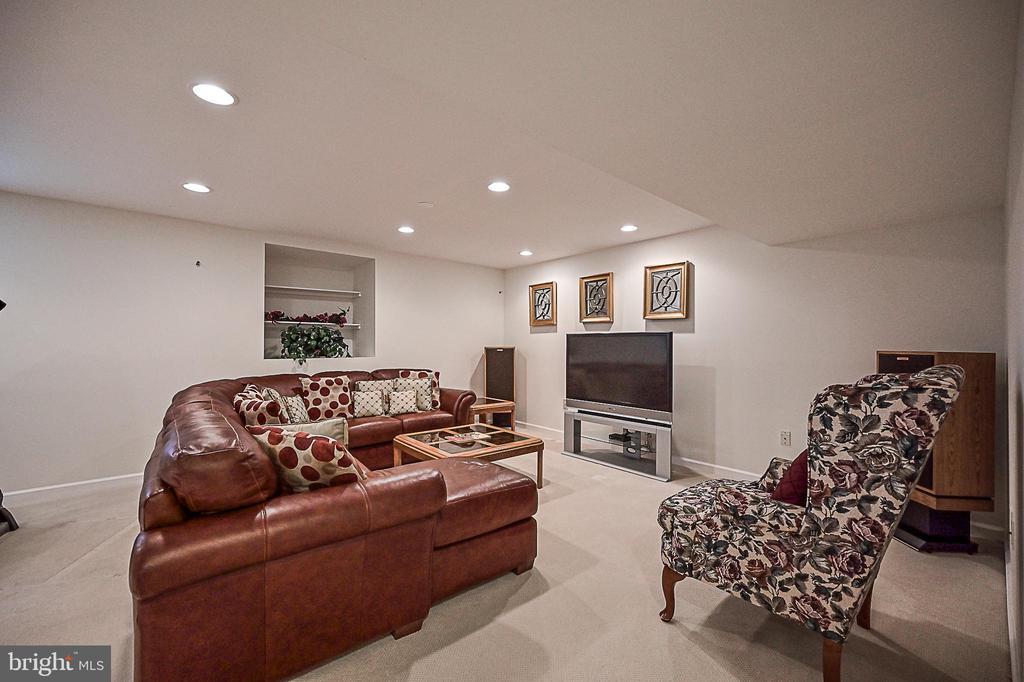Large recreation room.  Bring the kids! - 9326 MAINSAIL DR, BURKE