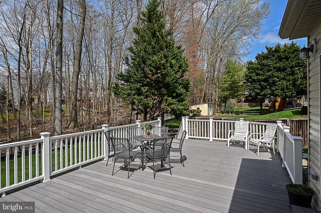 Large Trex deck.  Great for entertaining! - 9326 MAINSAIL DR, BURKE