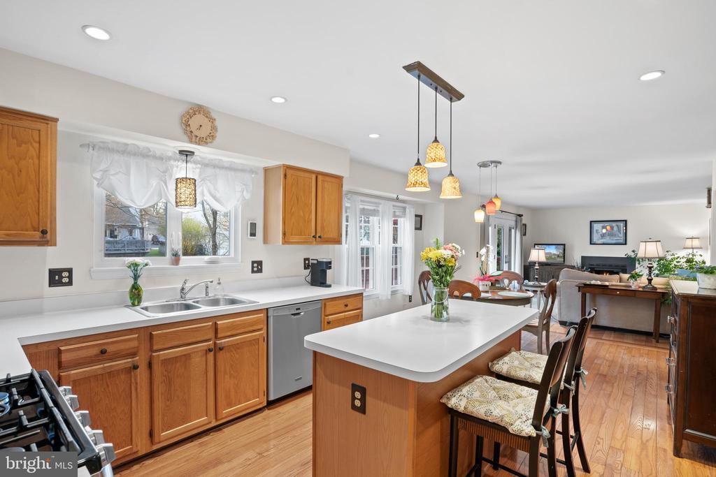 Open Kitchen to Family Room - 311 ASHTON DR SW, LEESBURG