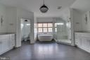 Luxury Master Bath - 22441 BEAVERDAM DR, ASHBURN