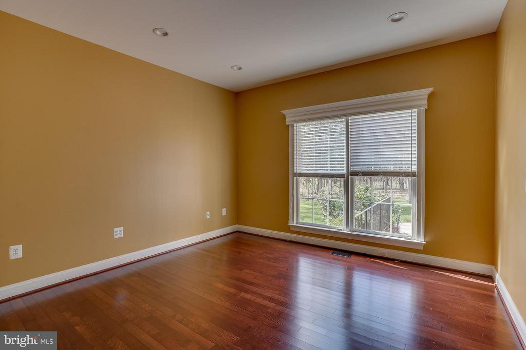 Good Size Office/Bedroom - 22441 BEAVERDAM DR, ASHBURN