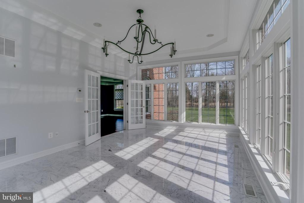 Marble Floor Morning Room - 22441 BEAVERDAM DR, ASHBURN