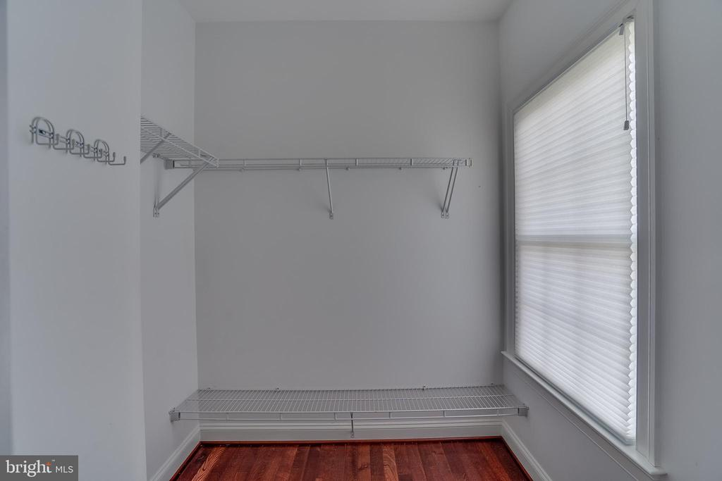 Huge Walk In Closet - 22441 BEAVERDAM DR, ASHBURN