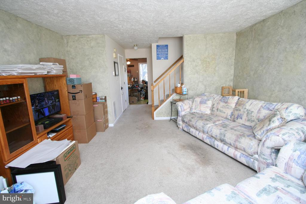Living Room - 13970 BIG YANKEE LN, CENTREVILLE
