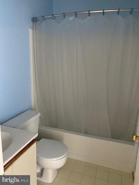 Hall bathroom on upper level - 13970 BIG YANKEE LN, CENTREVILLE