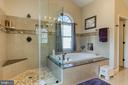 walk-in shower with bench - 3 LEGAL CT, STAFFORD