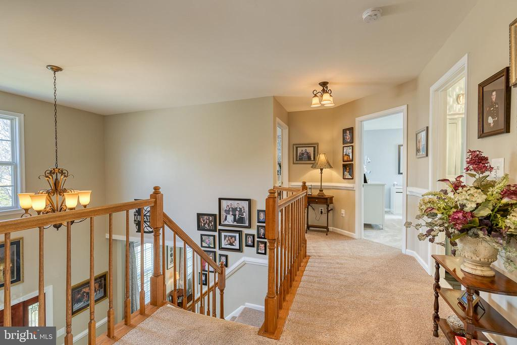 spacious open hallway upstairs - 3 LEGAL CT, STAFFORD