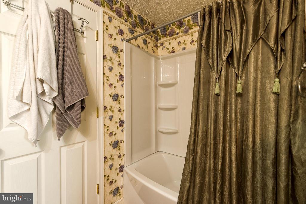 full basement bath - 3 LEGAL CT, STAFFORD