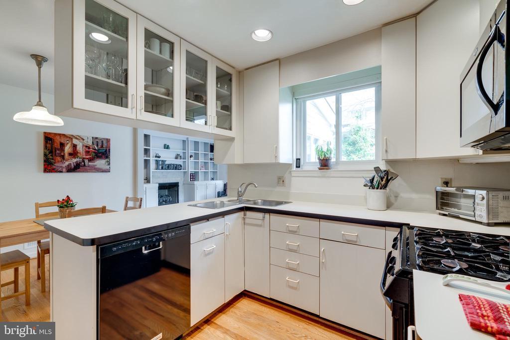Remodeled Kitchen - 8800 TRAFALGAR CT, SPRINGFIELD