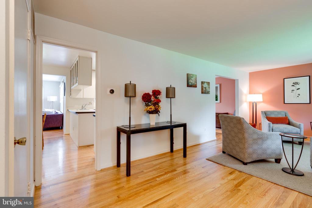 Large Living Room - Perfect for Entertaining - 8800 TRAFALGAR CT, SPRINGFIELD