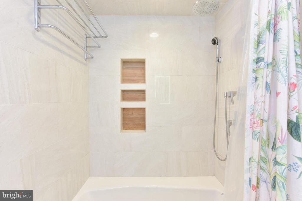 Full Bath - 8 E CHAPMAN ST, ALEXANDRIA