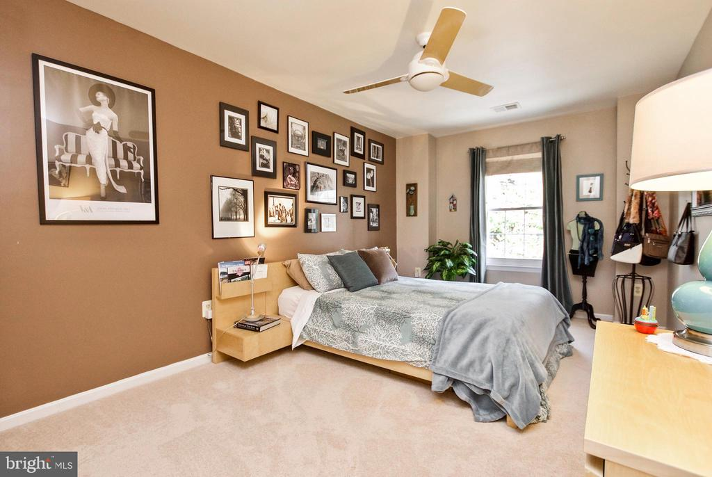 Spacious Guest Rooms! - 20693 LONGBANK CT, STERLING