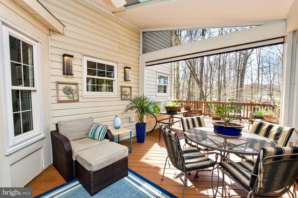 GREAT ENTERTAINING SPACE - 20693 LONGBANK CT, STERLING