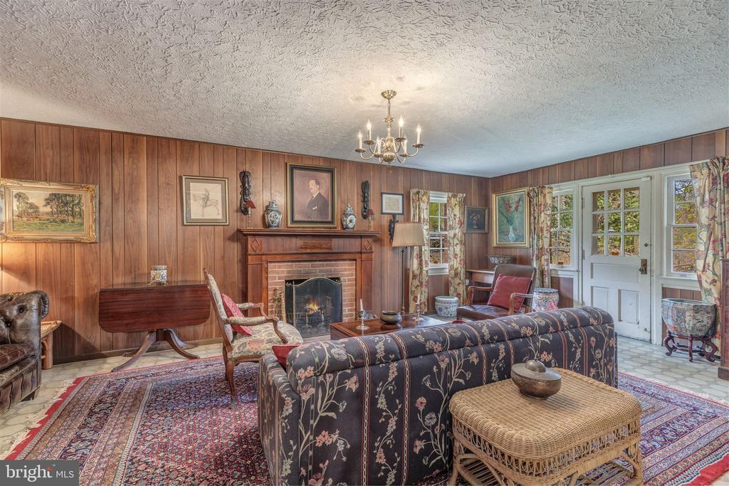 Family Room with fireplace - 3835 MACOMB ST NW, WASHINGTON