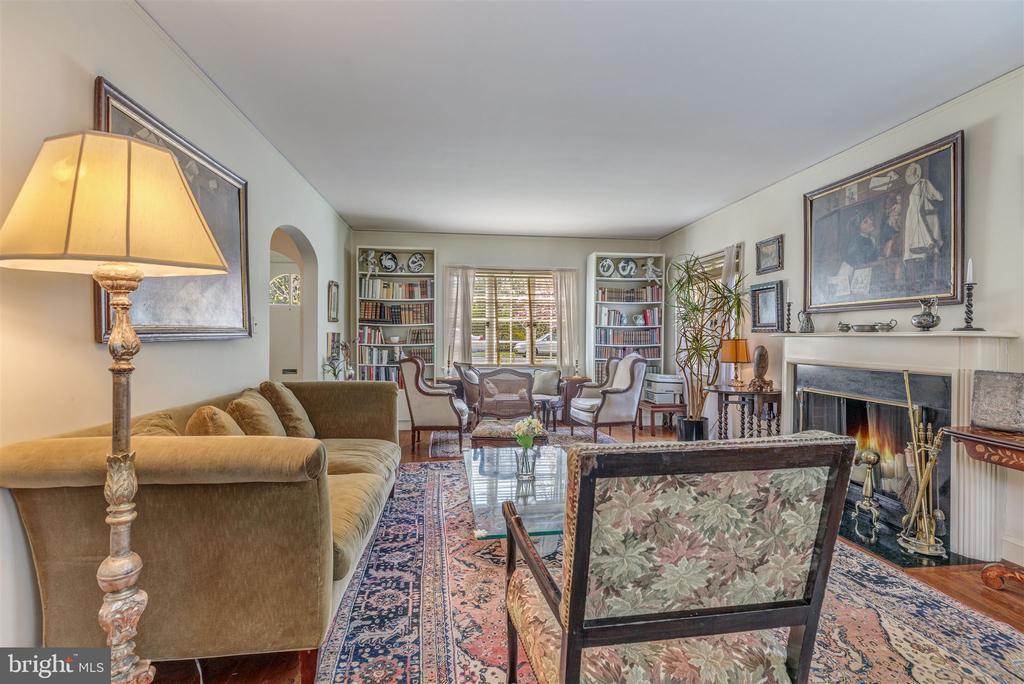 Gracious Living Room with fireplace - 3835 MACOMB ST NW, WASHINGTON