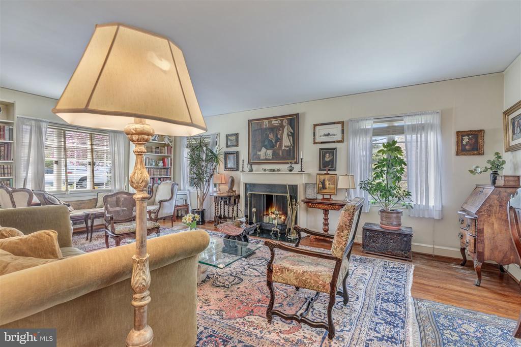 Living Room - 3835 MACOMB ST NW, WASHINGTON