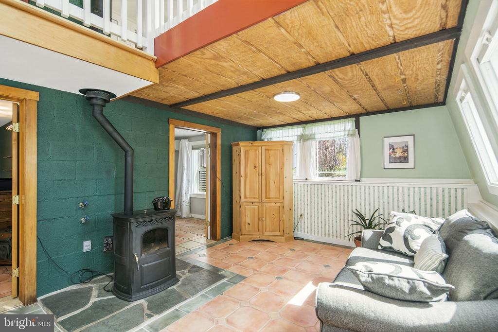 Pellet stove keeps you warm all winter - 15 SUNNY WAY, THURMONT