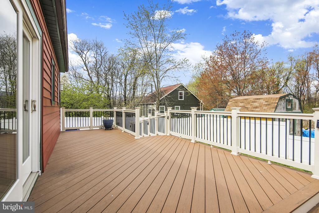 Walk out to the trex deck - 15 SUNNY WAY, THURMONT