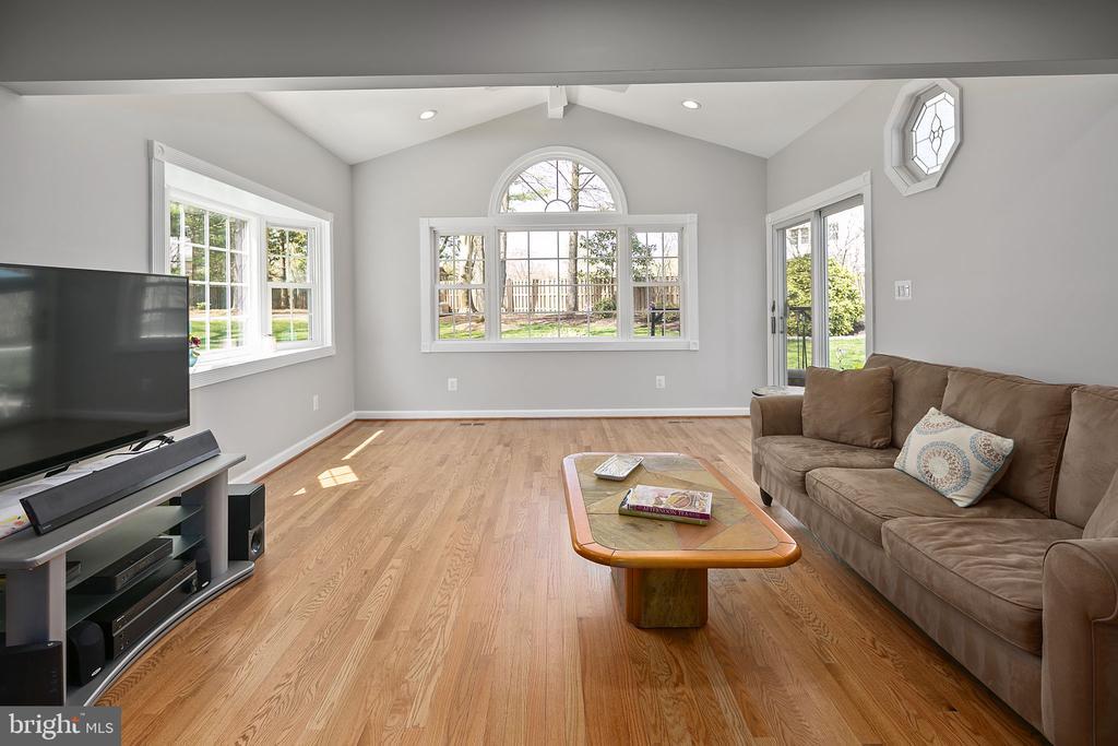 Beautiful hardwood floors - 9611 GLENARM CT, BURKE