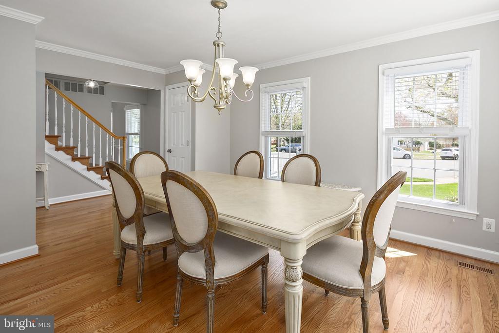 Separate dining room for entertaining - 9611 GLENARM CT, BURKE