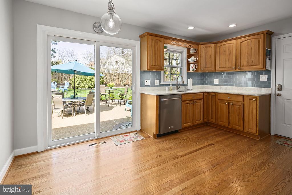 Kitchen leads to the patio - 9611 GLENARM CT, BURKE