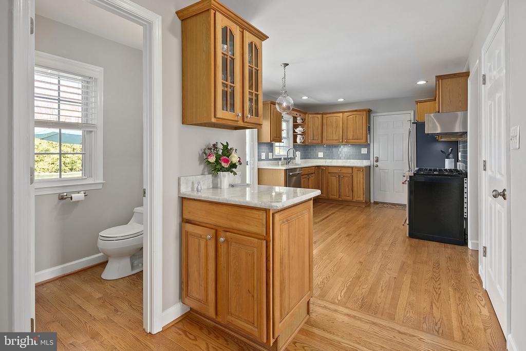 At least one bathroom on each level - 9611 GLENARM CT, BURKE