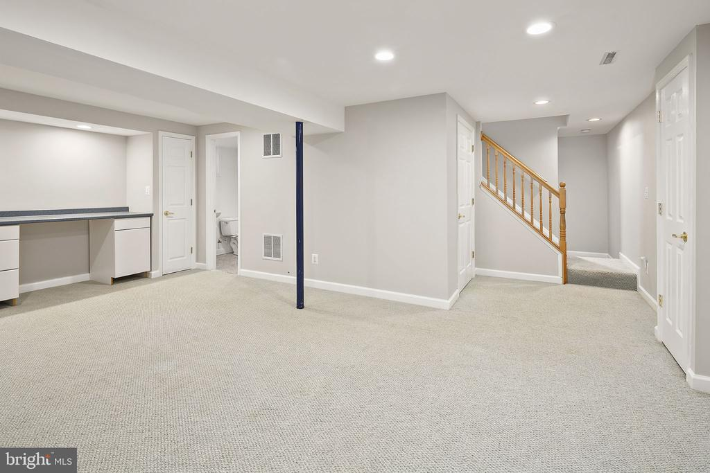 A place to play on the lower level - 9611 GLENARM CT, BURKE
