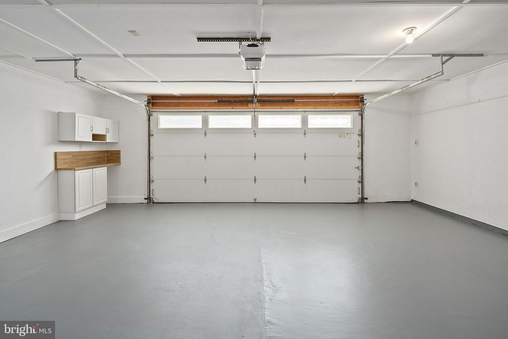 Oversize 2-car garage - 9611 GLENARM CT, BURKE