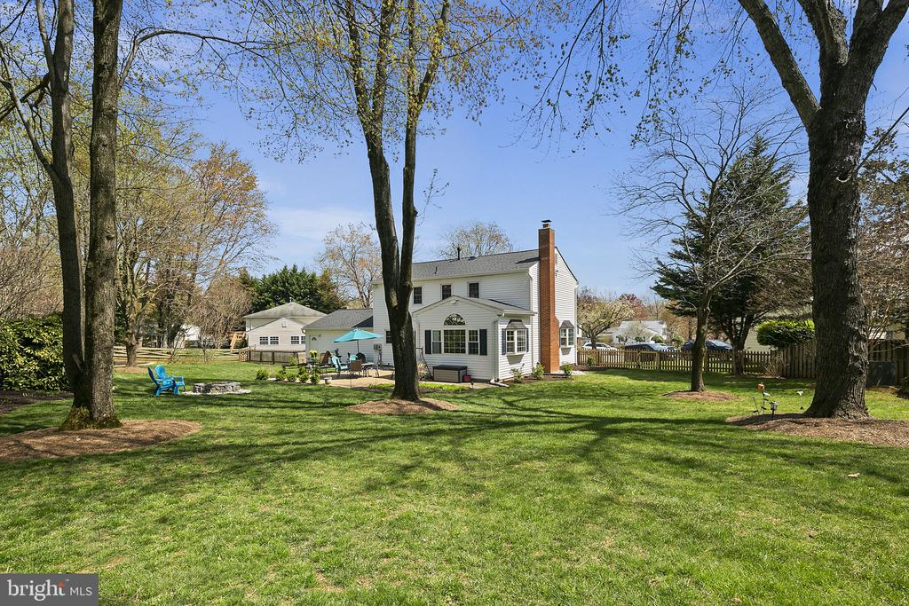 All this and convenient for commuting - 9611 GLENARM CT, BURKE
