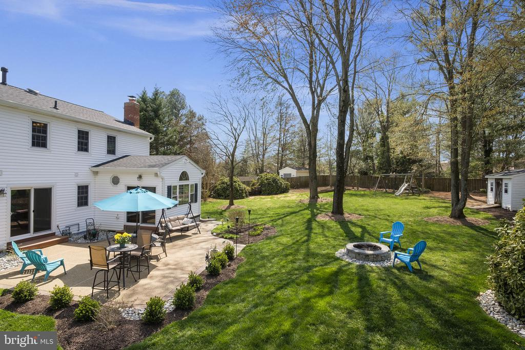 Enjoy time with friends and family - 9611 GLENARM CT, BURKE