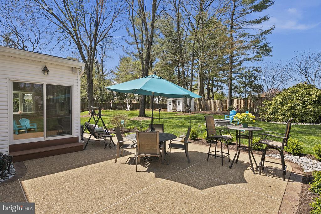 Enjoy entertaining on your patio - 9611 GLENARM CT, BURKE