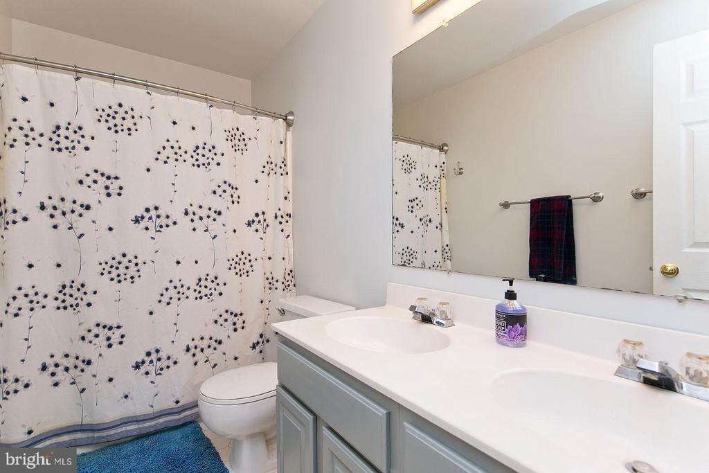 Hall bath - 35951 ASHBY FARM CIR, HILLSBORO