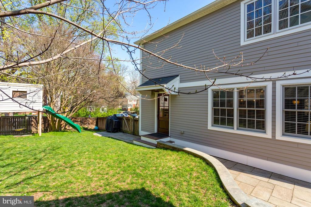 Flat Yard and Patio - 1500 N KENILWORTH ST, ARLINGTON