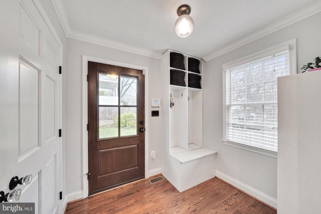 Mudroom with Endless Storage - 1500 N KENILWORTH ST, ARLINGTON