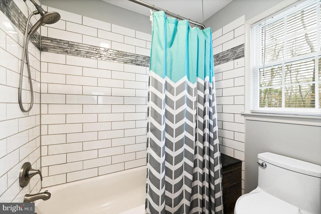 Renovated Full  Bathroom 2 - 16 MCPHERSON CIR, STERLING